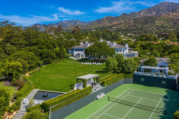 The Oakview Estate sits east of Santa Barbara in Montecito, California, at the foothills of the striking Santa Ynez Mountains.