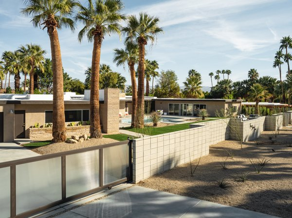 Known as the Gillman Residence, the midcentury home was recently restored by Thomboy Properties and is now seeking a new buyer.